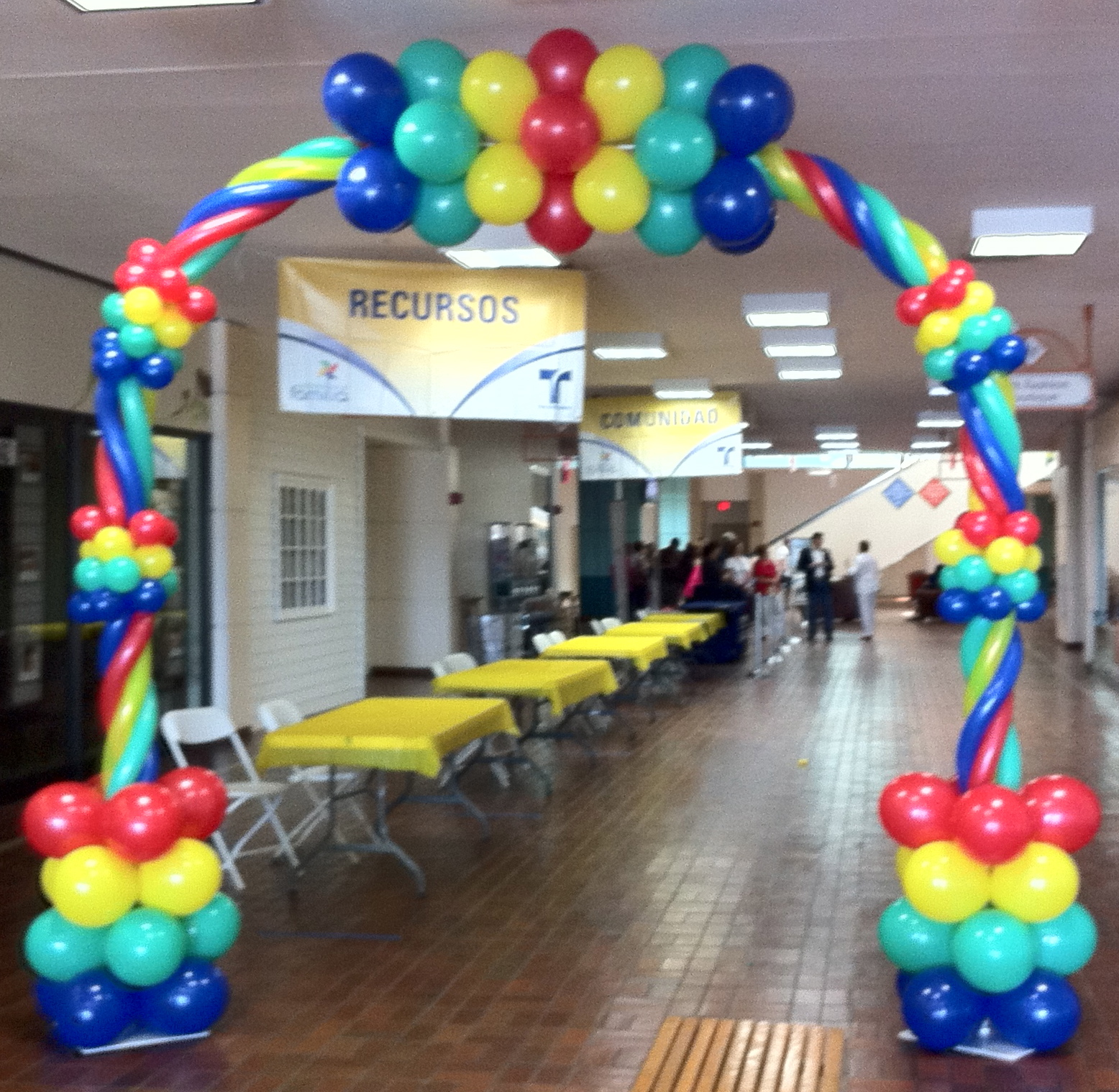 Balloon arches trade shows and corporate company events for Decoration annee 80