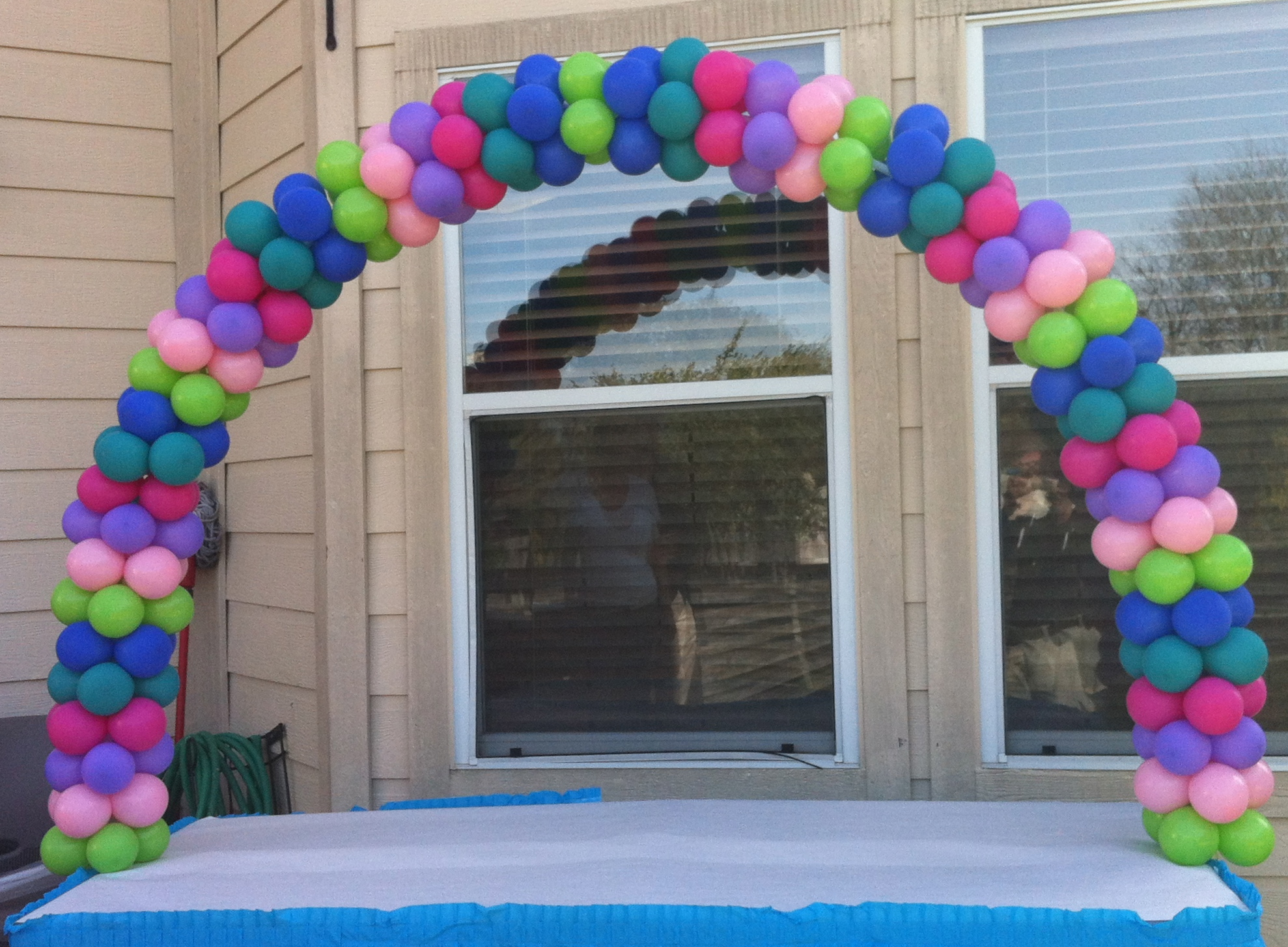 Balloon arch party favors ideas for Balloon decoration arches