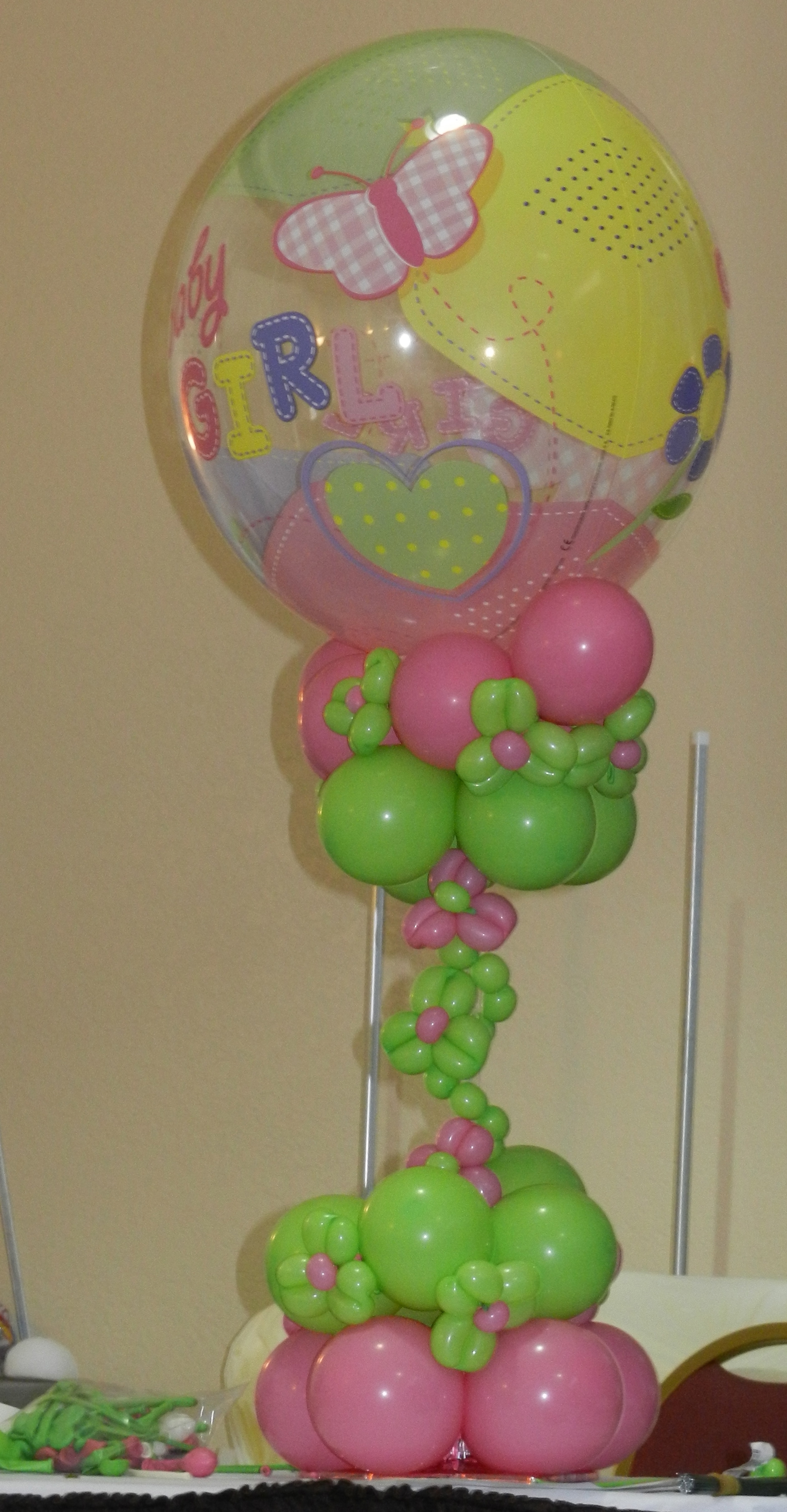 Balloon decor classes learning new designs for