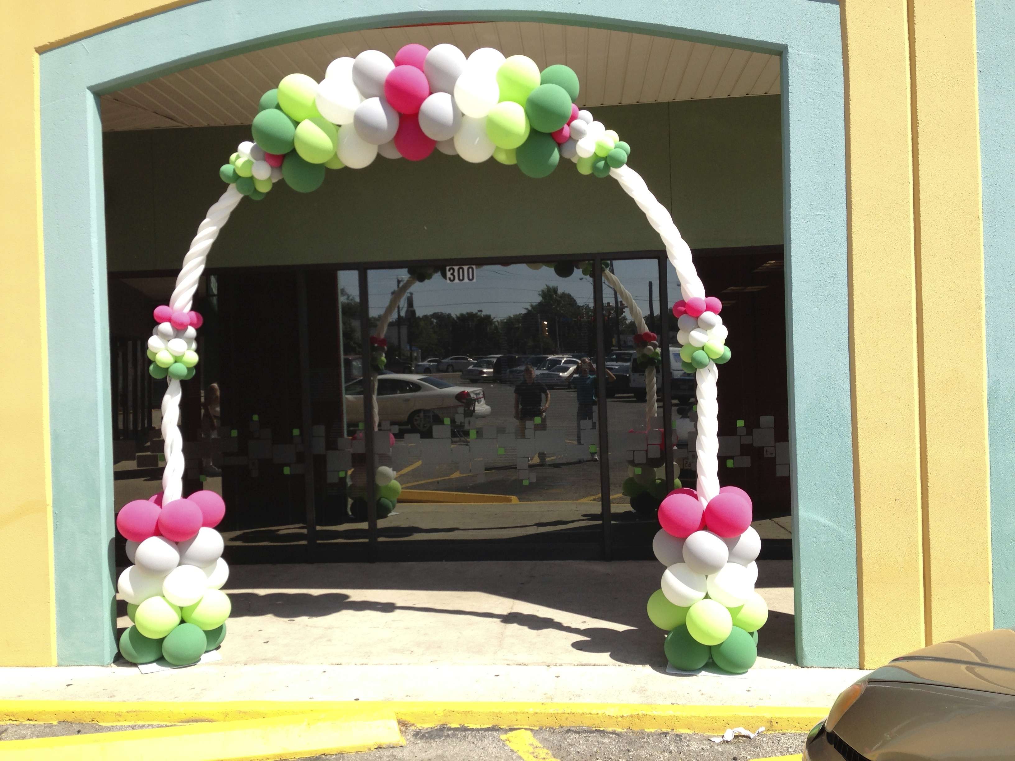 Balloon arches trade shows and corporate company events for Balloon decoration ideas no helium