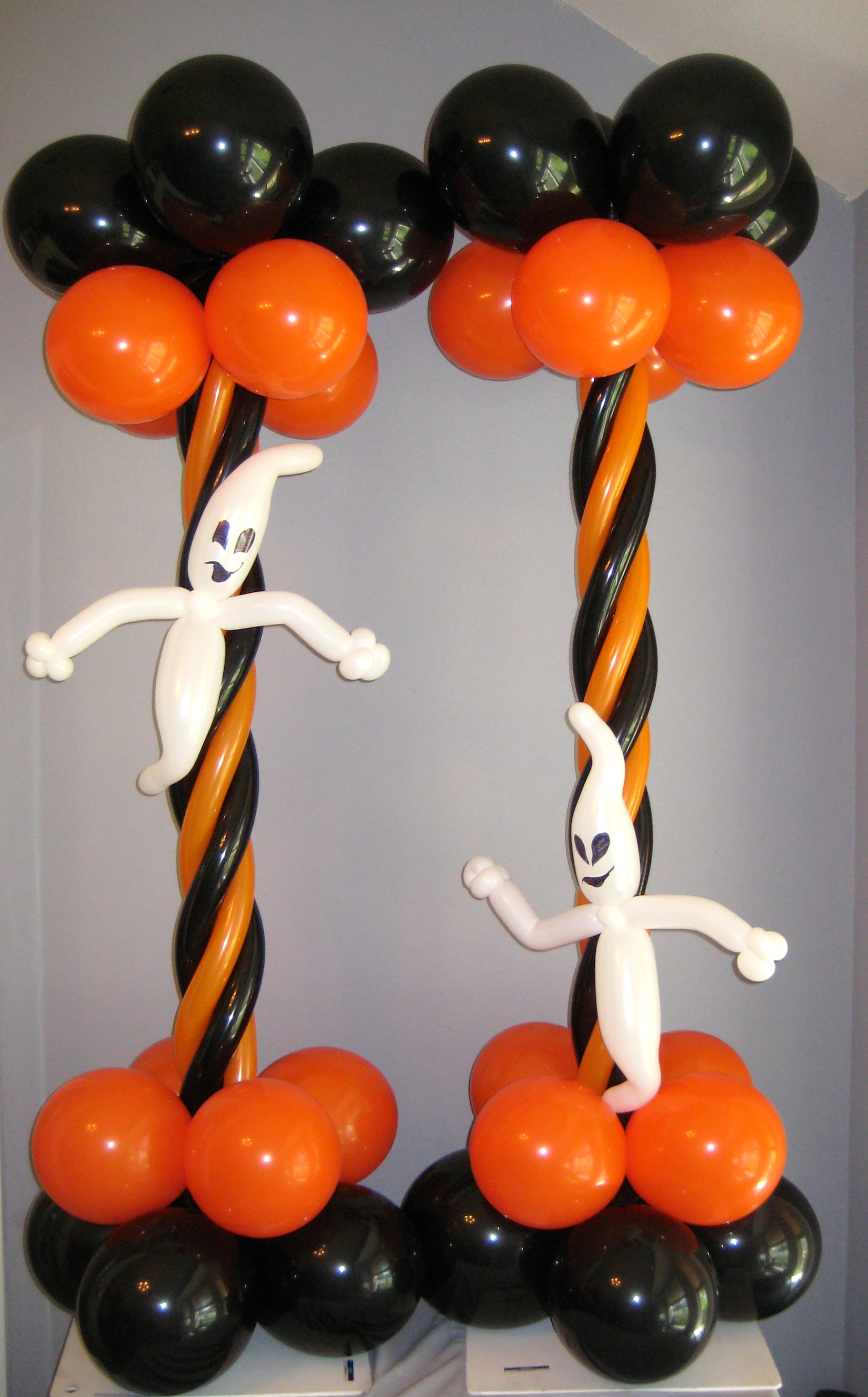 Columns balloon decor san antonio for Balloon decoration for halloween