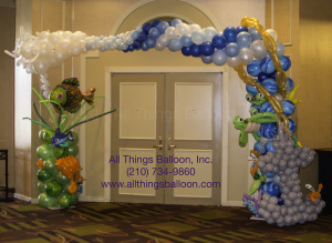 balloon decorator -- balloon arch with balloon sea creatures