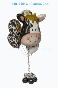Balloon decor: balloon bouquet cow