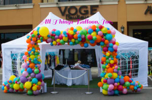 Balloon decorator - organic square arch